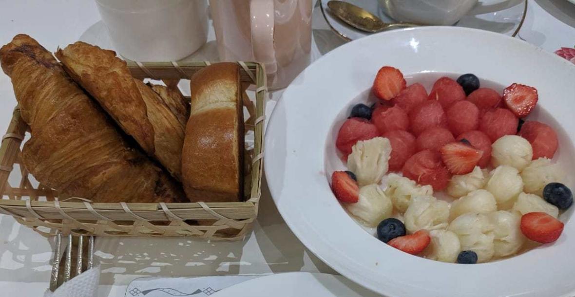 breakfast, strawberries, croissant, blue berries