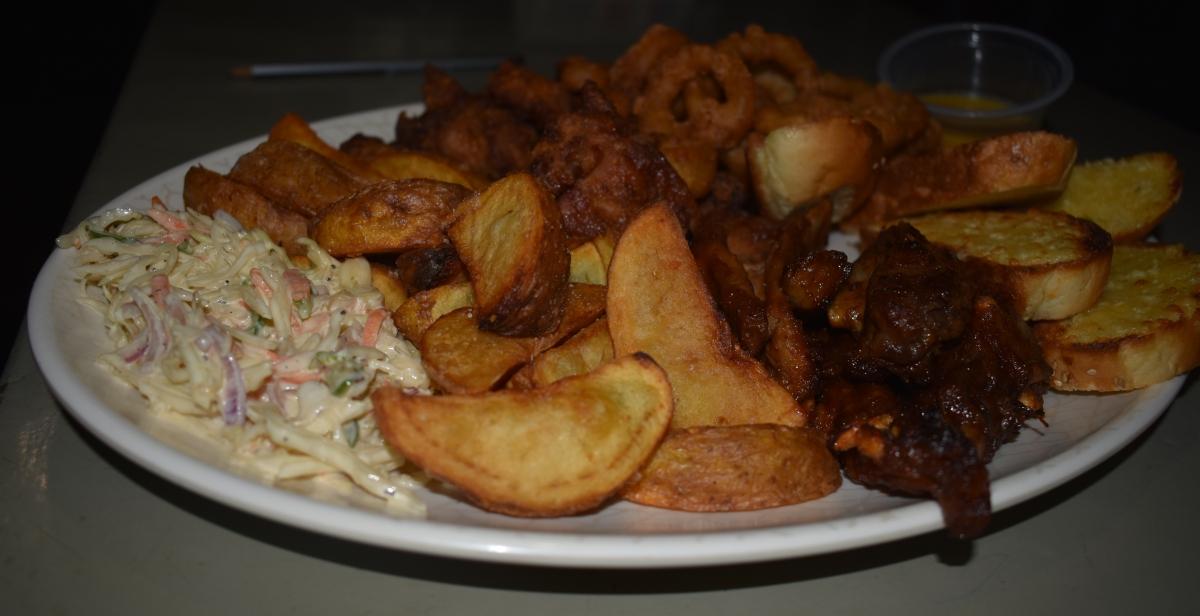 share platter, food blog in uganda, bushpig backpackers holiday offer, 4foodssakeeat.com